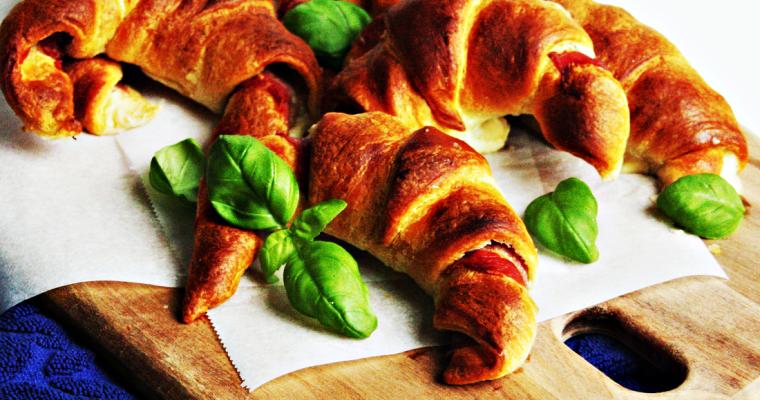 Croissantjes met prosciutto en mozzarella
