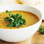 Currysoep met gele spliterwten