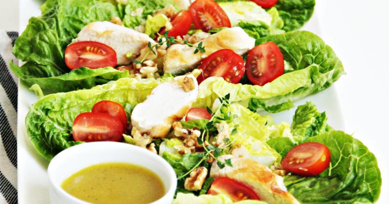 Salade met kip en honing-mosterdvinaigrette