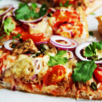 Turks brood pizza met tonijn
