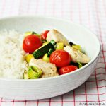Snel & Simpel: gewokte tilapia met prei en courgette