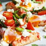 Turks brood pizza met groene asperges en feta