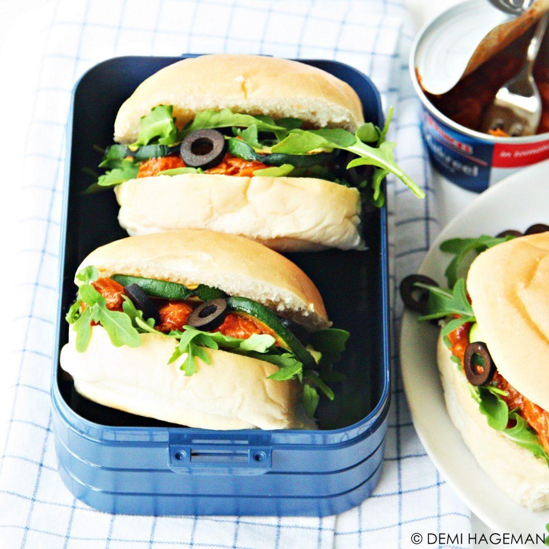 picknick broodjes met makreel in tomatensaus, gegegrilde courgette en olijven. StudioKOOK.nl Demi Hageman. Princes Foods.