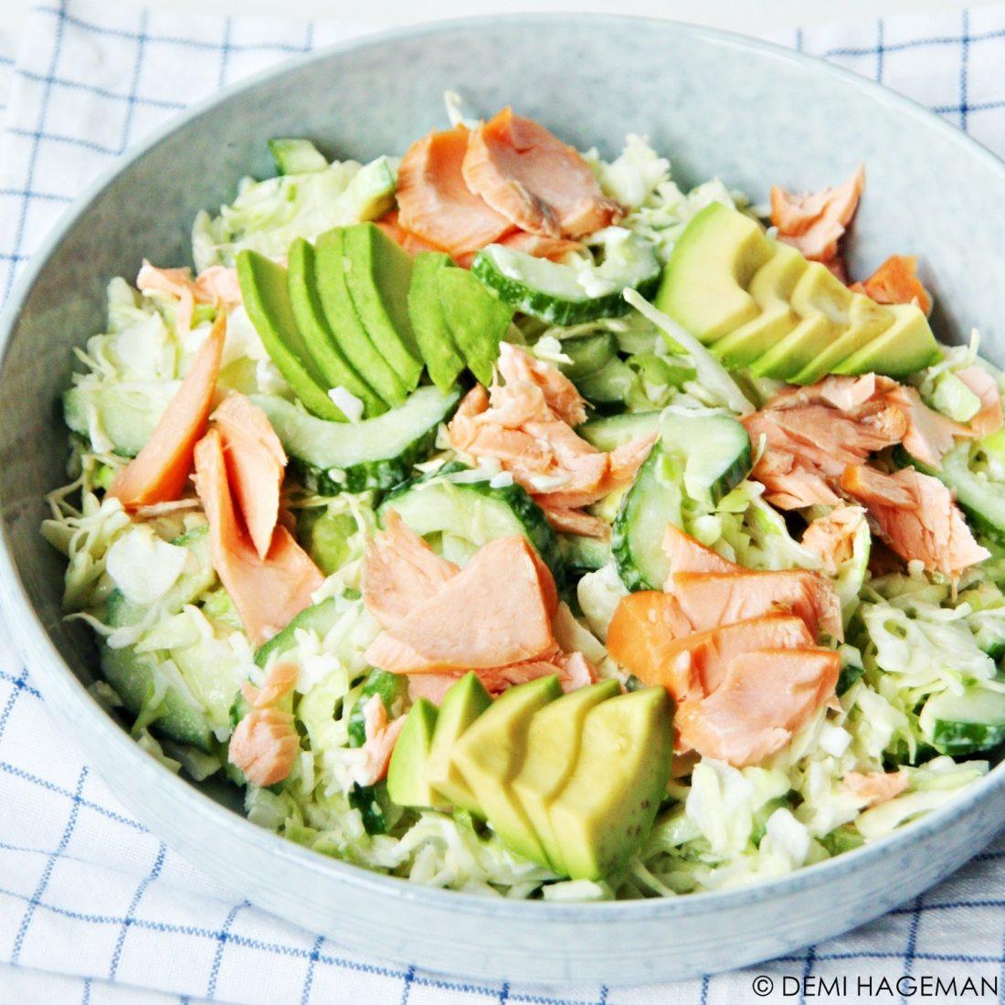koolsalade met wasabi en warmgerookte zalm