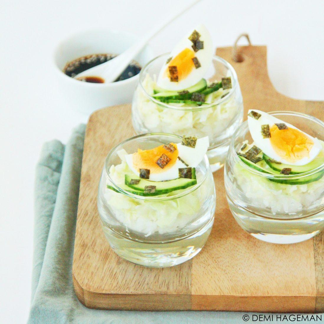 vegetarische sushi amuses met spitskool, wasabi en ei