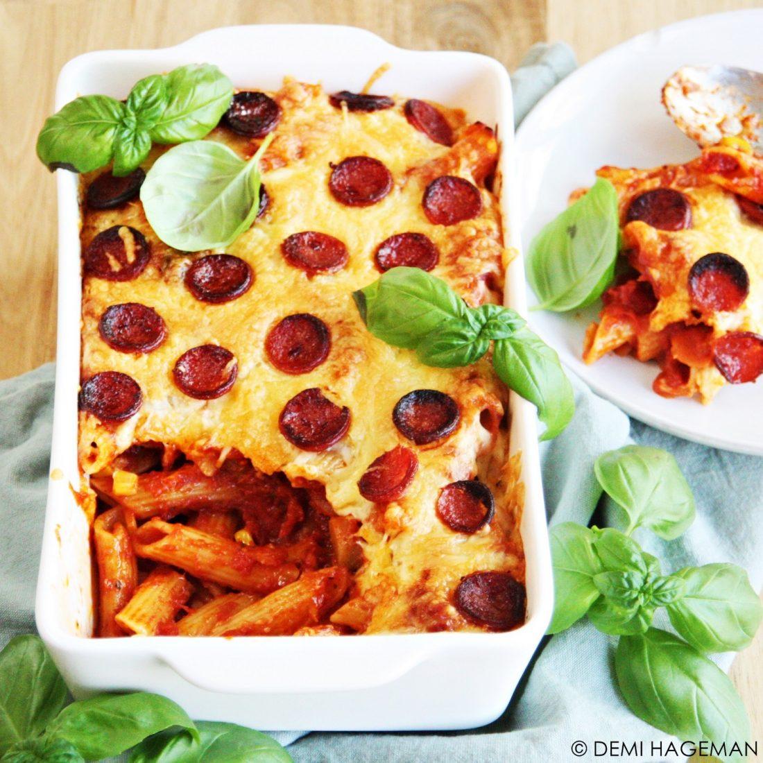 pizza ovenschotel met pasta en salami