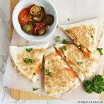 Quesadilla met kaas en tomaat