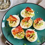 Gevulde eitjes met furikake, spek en Japanse mayonaise