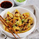 Vegetarische wontons met Sihuan hot & sour chilisaus