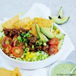 Nachosalade met gehakt en avocadodressing