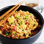 Gebakken rijst met ei en hamblokjes - egg fried rice